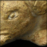 Sanglier en terre cuite blanche et reste de glaçure, époque Tang