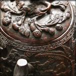 Théière et vase en noix de coco gravée, fin Qing